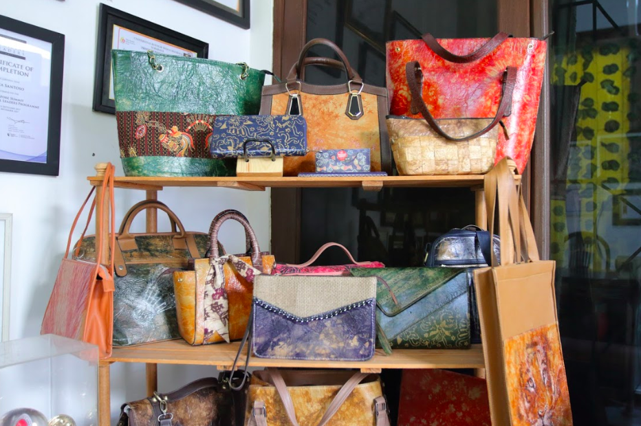 Selection of products from heyStartic. From pouches, wallets, purses, and handbags.